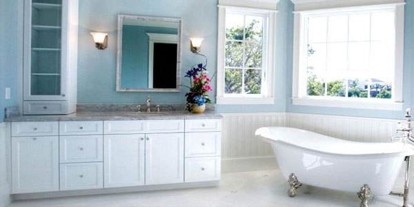 vintage blue and white bathroom