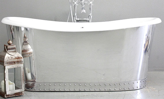 Exceptionnel Large Freestanding Soaking Tub.