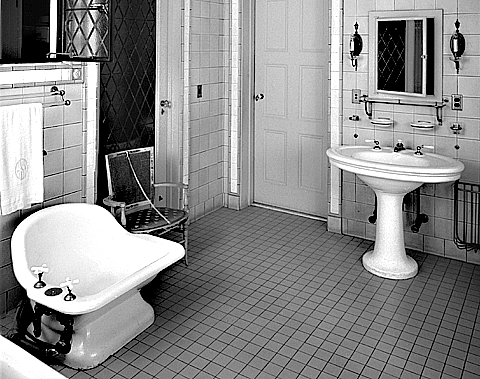 Vintage baths design photos for Vintage bathroom photos