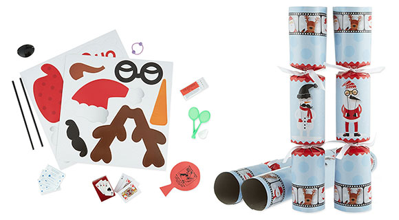 8 photo fun selfie christmas crackers