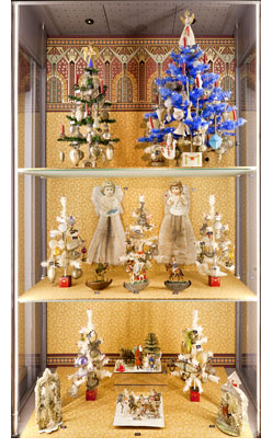 dolls house museum - Antique Christmas Decorations