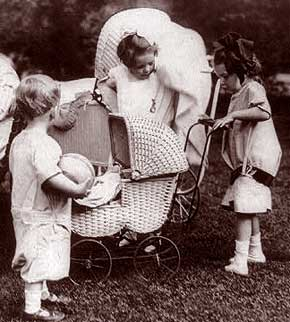 Antique Baby Carriage   Vintage Baby Carriage
