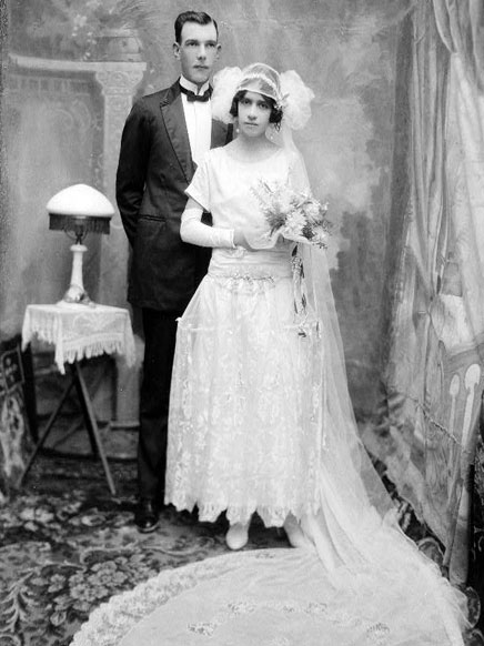 Vintage Wedding Photography C1920s Buchard At Matamoros Brides Dress Features A Long Lace Train Image Credit The South Texas Border
