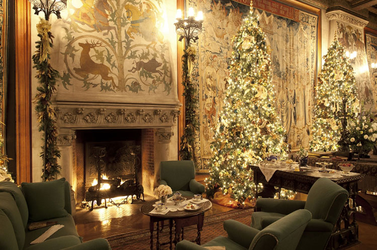 Tapestry Gallery at the Biltmore House displays holiday decorations. [Photo: The Biltmore Company