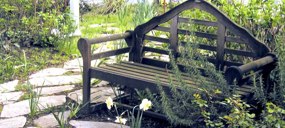 Styles of Garden Benches PHOTOS