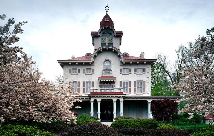 Italianate Victorian House  - Victoriana Magazine (www.victoriana.com)