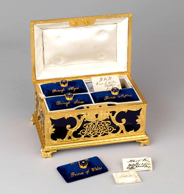 queen victoria casket