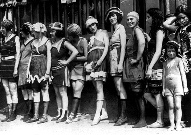 11 women and a little girl lined up for bathing beauty contest in 1920.