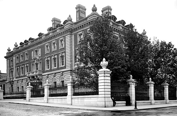 Carnegie Mansion in 1903. [Image: Library of Congress]