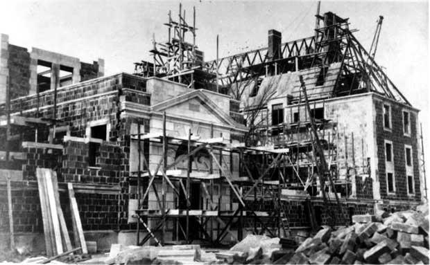 Oheka Castle under construction in the early 20th century. [Photo courtesy of Oheka Castle]