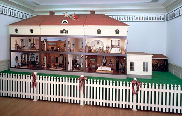 Dollhouse, probably Long Island, New York, ca. 1910, wood and various materials, Museum purchase, 1969.1200.1 (Art Museums of Colonial Williamsburg)