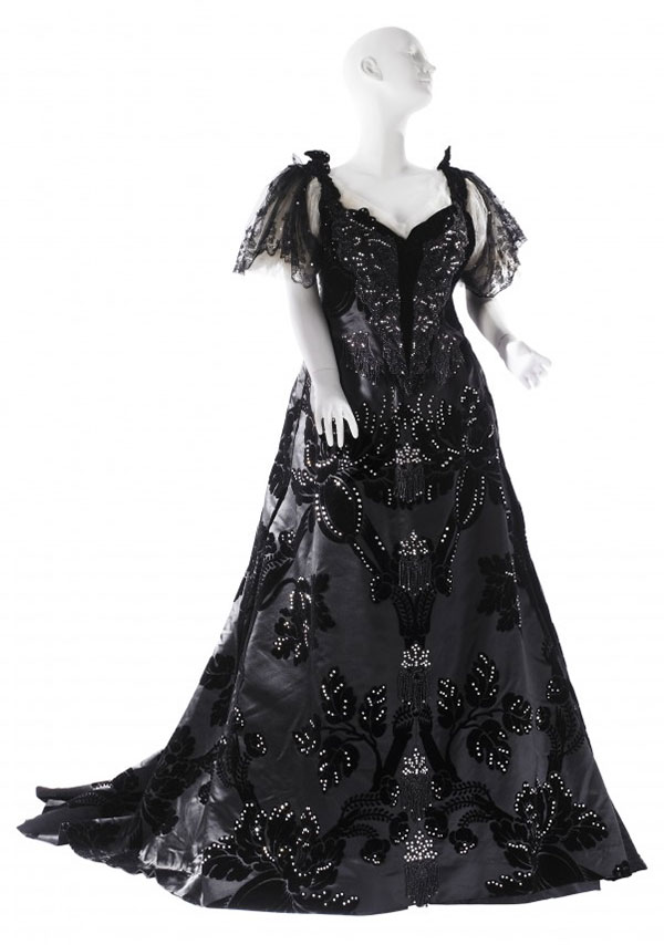 FROM THE HOUSE OF WORTH Voided velvet evening gown by Maison Worth, ca. 1894 Worn by Mrs. Stanford White Museum of the City of New York, 46.258.2A-B